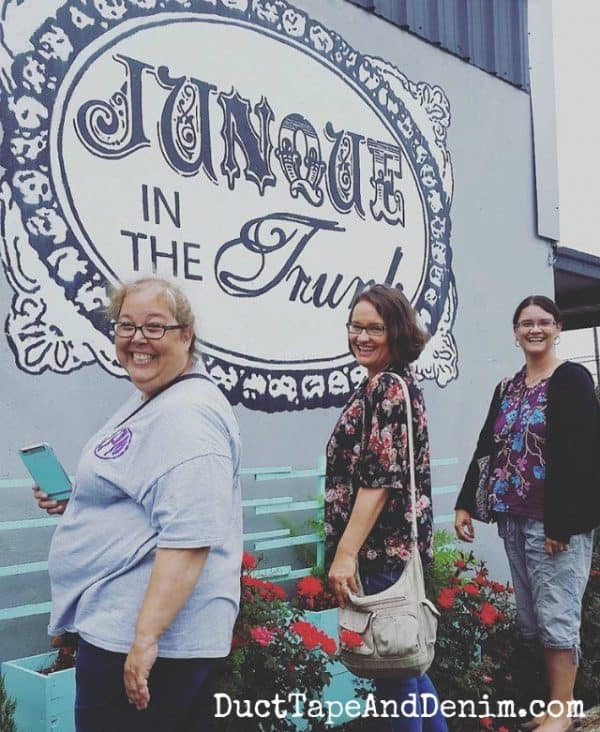 Posing at Junque in the Trunk, Waco vintage shopping road trip | DuctTapeAndDenim.com