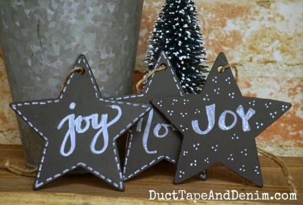 Chalkboard star ornaments | DuctTapeAndDenim.com