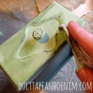 wet distressing chalk paint