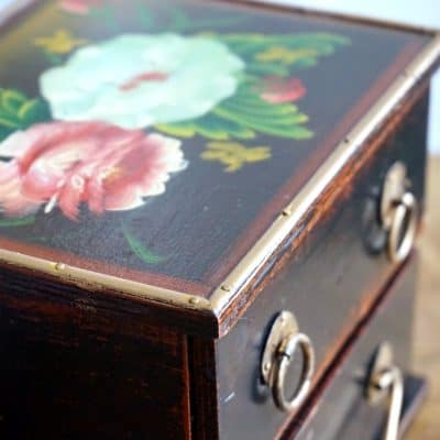 Black box, handpainted flowers SQUARE