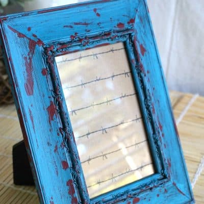 How to Create the Most Unique Turquoise and Red Frames with a Palette Knife {VIDEO}