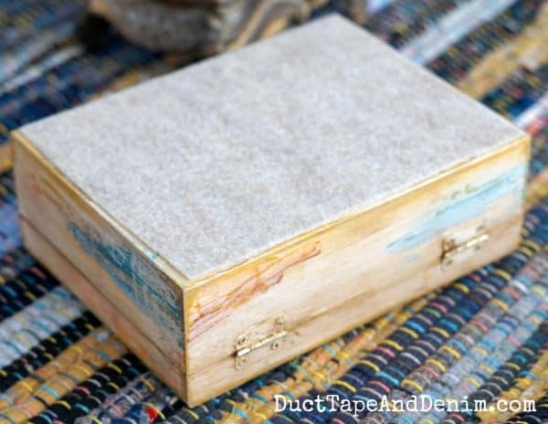 Felt on the bottom of DIY jewelry box | DuctTapeAndDenim.com