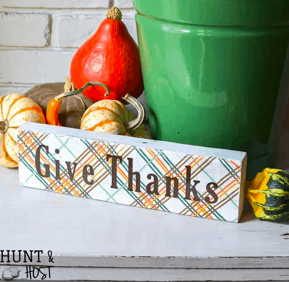 fall sign - give thanks