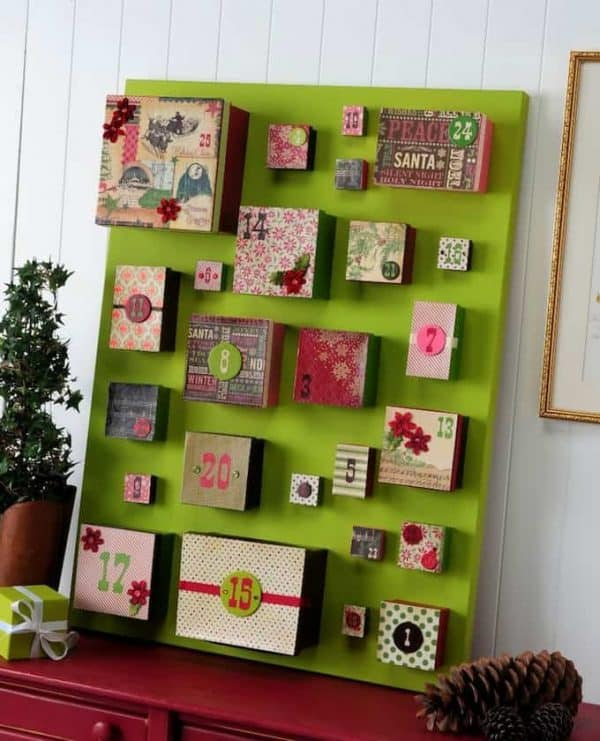 DIY-advent-calendar-using-a-canvas-and-boxes-for-the-gifts