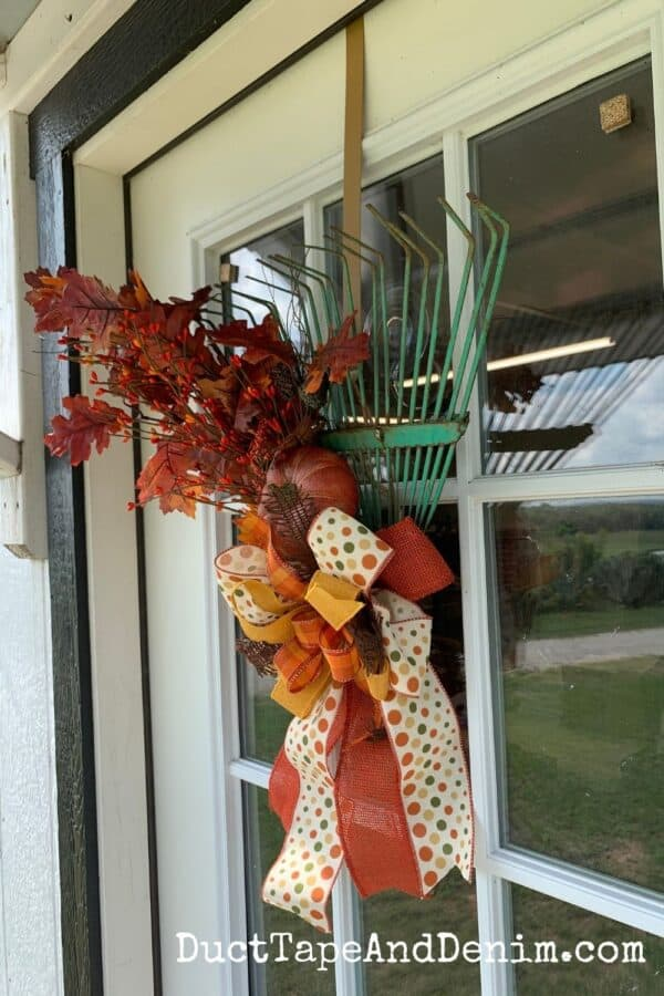finished fall wreath, side view